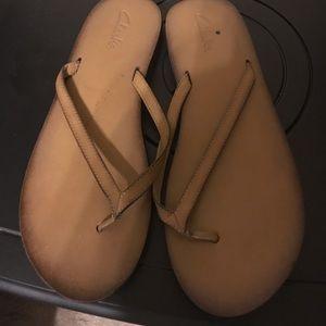 Clark's flip flops tan like new